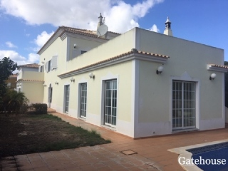 Vale do Lobo €692,000Bank RepossessionDetached villa with 4 beds, 3 baths & pool in Quinta Jacintina…