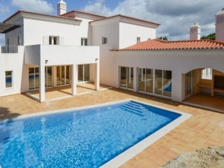 Vale do Lobo €695,000Reduced By €200,000Detached new villa with 4 beds, 4 baths, swimming pool in The Village..