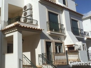 Albufeira €293,000Bank RepossessionSea view linked villa with 3 beds, 3 baths & close to beach…