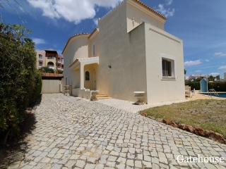 Vilamoura €750,000Bank RepossessionDetached villa with 4 beds, 3 baths with a swimming pool…