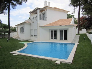 Vale do Lobo €874,700Bank RepossessionBrand new detached 4 bed 3 bath villa with pool in Vale do Garrao…