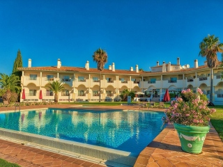 Moncarapacho €230,000Bank RepossessionApartment with 2 beds in Colina Verde Sports & Golf Resort…