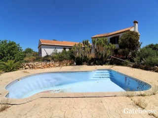Albufeira €387,000Bank RepossessionDetached villa with 5 beds, 5 baths with pool & 5,800m2 plot…