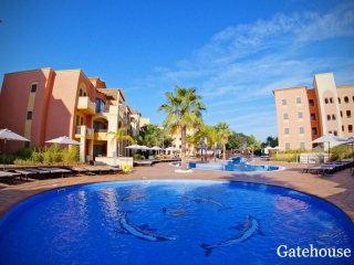 Vilamoura €320,000Bargain PropertyGolf apartment with 2 beds, 2 baths & shared swimming pool…
