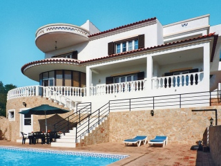 Sao Bras €360,000Reduced By €100,000Large 250m2 villa with 4 beds, 3 baths, pool & great views..