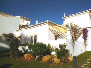 Lagos €149,950Reduced By €50,000Golf villa with 2 beds, 2 baths on Parque da Floresta..