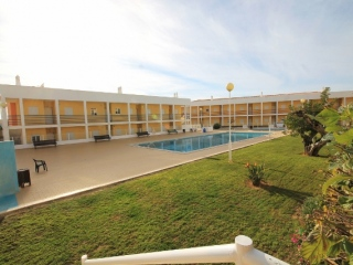 Albufeira €130,000Bargain PropertyApartment with 2 beds, 2 baths, swimming pool & shared grounds…