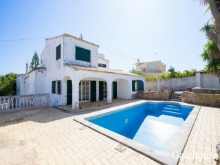 Albufeira €370,000Bank RepossessionDetached villa with 5 beds, 4 baths with a swimming pool…