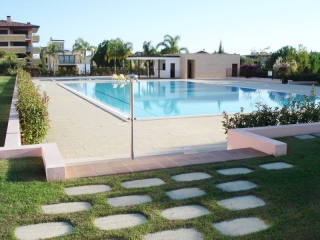 Vilamoura €352,000Bank RepossessionTownhouse with 3 beds, 4 baths, shared pool in Monte Laguna…