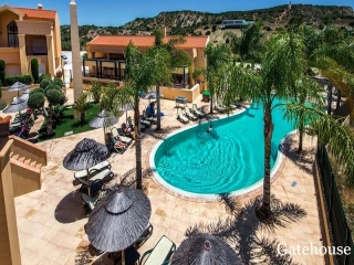 Luz €220,000Bank RepossessionApartment with 2 beds, 3 baths with shared gardens & pools…