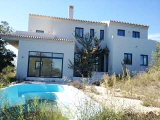 Sao Bras €275,000Brand NewDetached 220m2 villa with 3 beds, 3 baths, pool & country views..