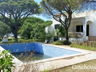 Vilamoura €382,000Bank RepossessionDetached villa with 4 beds 4 baths with a swimming pool…
