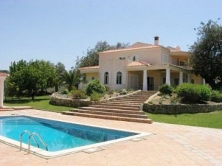 Loule €415,000Reduced By €50,000Detached 300m2 villa with  4 beds & 4 baths plus pool & 3,395m2…
