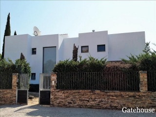 Vilamoura €1.48 MillionBank RepossessionModern detached 5 bed 5 bath villa with a swimming pool…