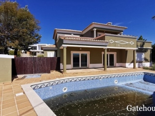 Albufeira €600,000Bank RepossessionDetached villa with 3 beds & 3 baths with a swimming pool…