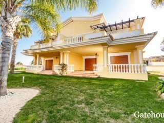 Tavira €341,000Bank RepossessionLinked villa with 4 beds, 4 baths with shared swimming pool…