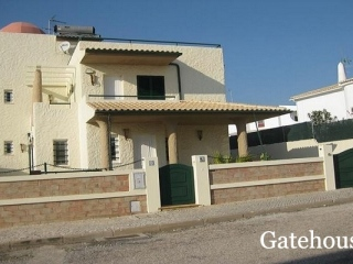 Galé €578,000Bank RepossessionVilla with 4 beds, 4 baths with swimming pool near the beach…