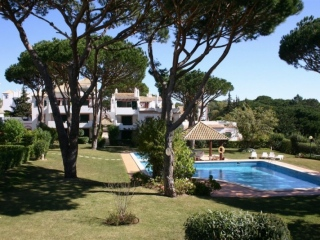 Vilamoura €189,500Bargain PropertyApartment with 2 beds, 2 baths, pool in Solar do Golfe…
