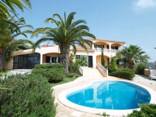 Loule €330,000Reduced By €45,000Detached villa with 4 beds, 3 baths, swimming pool & views..