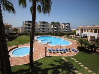 Vilamoura €550,000Bank RepossessionLinked golf villa with 3 beds, 4 baths with a shared swimming pool…
