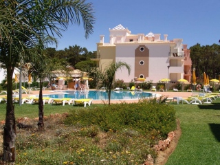 Vilamoura €205,000Bargain PropertySea view apartment with 2 beds, 2 bath & shared swimming pools…