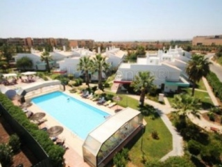 Albufeira €98,000Bargain PropertyApartment with 2 beds, 1 bath, shared pool nr Salgados Golf Course…