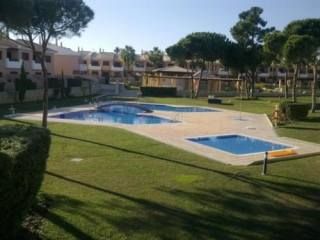 Vilamoura €234,000Vila Sol GolfBargain golf townhouse with 3 beds, 2 baths with shared pools..