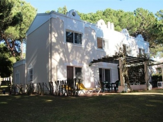 Quinta do Lago €195,000Bargain PropertyTownhouse with 3 beds 2 baths with shared pool in Vilar do Golfe ..