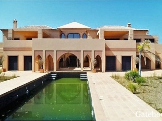 Lagos €1,427,000Bank RepossessionArabian style luxury villa with 5 beds & swimming pool…