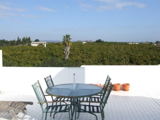 Tavira €150,000Bargain PropertyApartment with 3 beds, 2 baths, roof terrace with distant sea views…