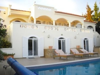 Boliqueime €525,000Reduced By €50,000Substantial 338m2 detached villa with 4 beds & 2,000m2 plot…