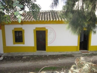 Tavira €107,000Bargain PropertyTraditional cottage with 3 beds, 2 baths, 1,700m2 plot & nice views…