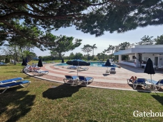 QDL €359,000Bank RepossessionDuplex apartment with 1 bedroom suite with pool & near the beach…