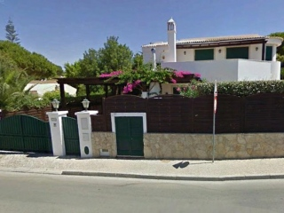 Dunas Douradas €900,000Reduced By €150,000Sea view detached villa with 4 beds, 4 baths, pool & close to beach..