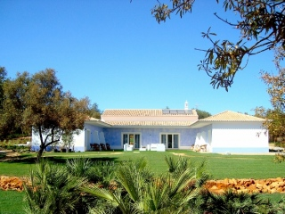 Olhao €770,000Bargain PropertyGuest house with 10 beds inc main villa plus guest annexes…