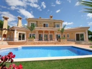 Vale do Lobo €1,500,000Frontline LocationBrand new 4 bed & 4 bath villa directly on the golf course…