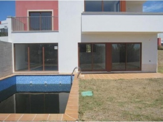 Silver Coast €182,000ObidosBrand new villa with 3 beds, 2 bath & swimming pool & gardens..