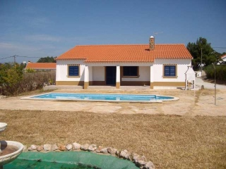 Aljezur €179,000Vale da TelhaDetached villa with 3 beds, 2 baths, swimming pool & gardens..