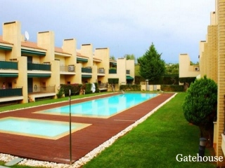 Boliqueime €270,000Bank RepossessionLinked modern villa with 5 beds 4 baths with a shared pool…