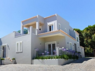Vale do Lobo €1.65 MillionBargain PropertyDetached villa with 4 beds, 5 baths, swimming pool & gardens…